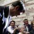 """Grecia, Tsipras ai parlamentari Syriza: """"Se non votate l'accordo, mi dimetto"""""""