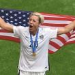 Mondiali calcio femminile: Abby Wambach, attaccante Usa bacia moglie su labbra 4