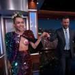 Miley Cyrus topless al Jimmy Kimmel Live e FOTO spinello2