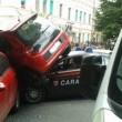 Incidente nel centro di Messina utilitaria contro auto Carabinieri FOTO