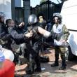 Ucraina, assalto a Parlamento contro autonomia filorussi 4