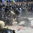 Ucraina, assalto a Parlamento contro autonomia filorussi 5