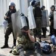 Ucraina, assalto a Parlamento contro autonomia filorussi 6