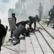 Ucraina, assalto a Parlamento contro autonomia filorussi 7