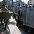 Ucraina, assalto a Parlamento contro autonomia filorussi 8