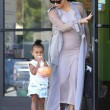 Kim Kardashian incinta, a passeggio con Kourtney e i cuginetti North e Mason6