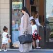 Kim Kardashian incinta, a passeggio con Kourtney e i cuginetti North e Mason1