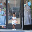 Kim Kardashian incinta, a passeggio con Kourtney e i cuginetti North e Mason