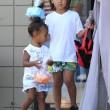 Kim Kardashian incinta, a passeggio con Kourtney e i cuginetti North e Mason12