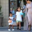 Kim Kardashian incinta, a passeggio con Kourtney e i cuginetti North e Mason11