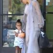 Kim Kardashian incinta, a passeggio con Kourtney e i cuginetti North e Mason10