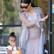 Kim Kardashian incinta, a passeggio con Kourtney e i cuginetti North e Mason8