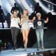 VIDEO YouTube: Taylor Swift, sul palco sale Julia Roberts