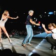 VIDEO YouTube: Taylor Swift, sul palco sale Julia Roberts3