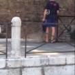 Venezia, bagno nudo nel Canal Grande, turisti senza maglietta a San Marco 3