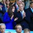 Kate Middleton tifosa di rugby in tribuna con William054