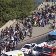Marcia a piedi profughi siriani per fuggire i campi di Orban2