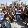 Marcia a piedi profughi siriani per fuggire i campi di Orban8