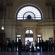 Migranti, Budapest riapre stazione ma la chiude ai siriani8