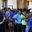 Migranti, Budapest riapre stazione ma la chiude ai siriani14