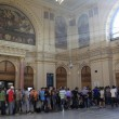 Migranti, Budapest riapre stazione ma la chiude ai siriani12