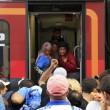 Migranti, Budapest riapre stazione ma la chiude ai siriani10