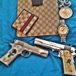 Narcos messicani, FOTO web: pistole dorate, Ak 47, soldi10