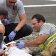 Pompiere tranquillizza bimba col cartoon dopo incidente2