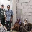 Casa di Aylan: muro bombardato, divano rappezzato, macerie 3