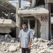Casa di Aylan: muro bombardato, divano rappezzato, macerie 2