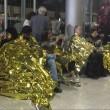Calais, migranti su binari: 6 Eurostar bloccati nella Manica04