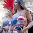 Donne in topless, falsi monaci: spettacolo Times Square FOTO5