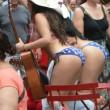 Donne in topless, falsi monaci: spettacolo Times Square FOTO4