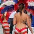 Donne in topless, falsi monaci: spettacolo Times Square FOTO2