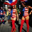 Donne in topless, falsi monaci: spettacolo Times Square FOTO