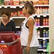 Elisabetta Canalis, shopping a pochi giorni dal parto 7