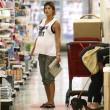 Elisabetta Canalis, shopping a pochi giorni dal parto 18