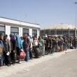 Atene, migranti siriani arrivano al Pireo