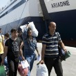 Atene, migranti siriani arrivano al Pireo 2