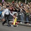 Papa Francesco, bimba sfida security per chiedergli...FOTO