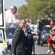 Papa Francesco, bimba sfida security per chiedergli...FOTO 3