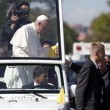 Papa Francesco, bimba sfida security per chiedergli...FOTO 5