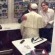 """Papa Francesco da ottico fuori Vaticano: """"Mi faccia pagare"""" 4"""