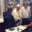 """papa5Papa Francesco da ottico fuori Vaticano: """"Mi faccia pagare"""" 6"""
