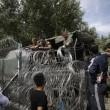 Ungheria, lacrimogeni sui migranti. Croazia nuova rotta8
