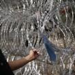 Ungheria, lacrimogeni sui migranti. Croazia nuova rotta13