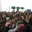 Ungheria, lacrimogeni sui migranti. Croazia nuova rotta 6