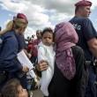 Ungheria, migranti sfondano confine. Muro non finito, via il ministro 4