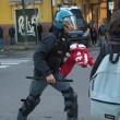 Bologna, sgombero ex Telecom: anche bambini sui tetti5