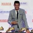 Cristiano Ronaldo ritira scarpa d'oro, il figlio... 1